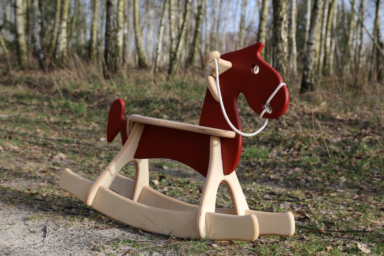 Holzspielzeug Schaukelpferd